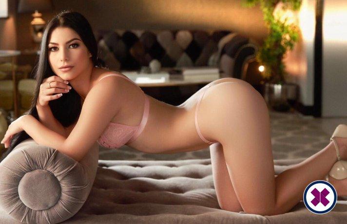 Amora er en sexy French Escort i Westminster